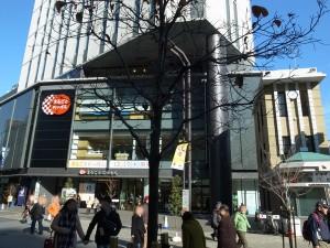 全国からの産物が出展販売されている産直店「まるごと日本」